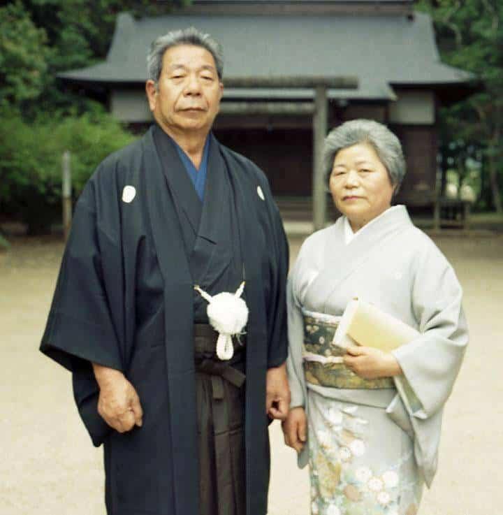 morihiro-and-sata-saito-in-front-of-aiki-jinjia_im5952